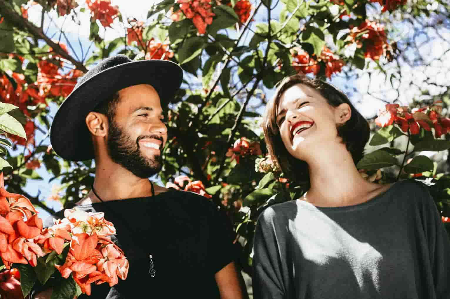 La mejor empresa multinivel hace sonreir a una parejaempresa multinivel