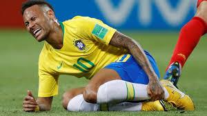 Neymar en el suelo